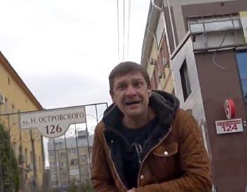 Видеоблогер разыграл астраханцев пятитысячной купюрой