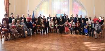 В Астраханском ЗАГСе чествовали образцовые семьи с многолетним семейным стажем