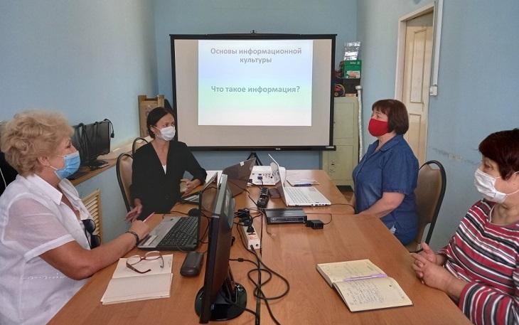 Астраханских пенсионеров приобщают к информационной культуре