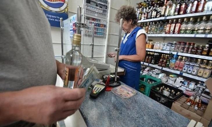 В Астрахани «накрыли» торгующий ночью алкоголем магазин