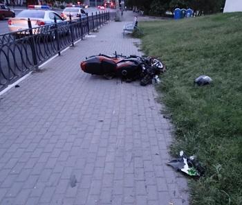 На улице Адмиралтейской пьяный мотоциклист попал в аварию