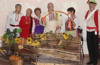 Астраханские пенсионеры вспомнили традиции предков на «Деревенских посиделках»