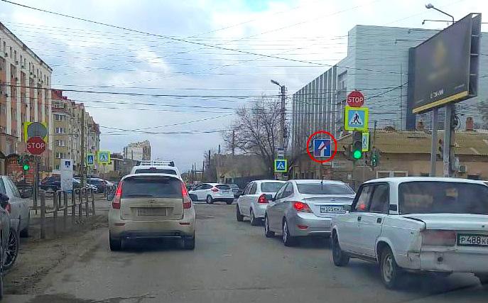 В Астрахани убран вводивший в заблуждение водителей дорожный знак