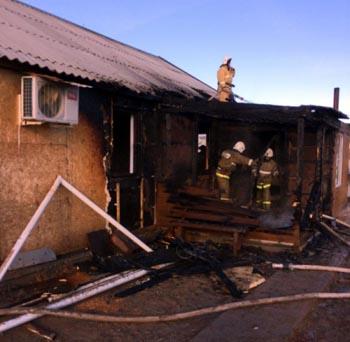 При пожаре в Астраханской области спасли четверых