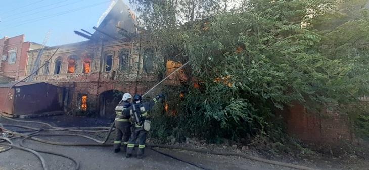 В Астрахани снова подожгли старое здание