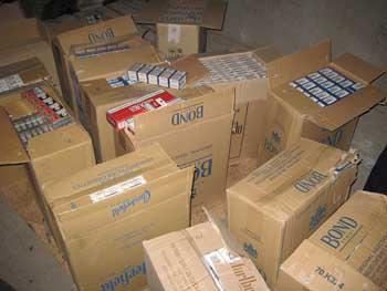 В Наримановском районе кладовщик наворовал сигарет на двести тысяч