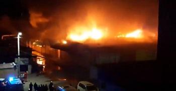 На центральном рынке Ахтубинска произошёл крупный пожар