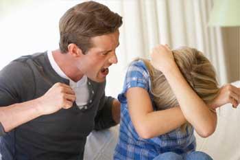 В Астрахани дожидается суда ревнивец, укравший из дома бывшую жену