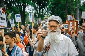 Бессмертный полк пройдет по главным улицам Астрахани 9 мая