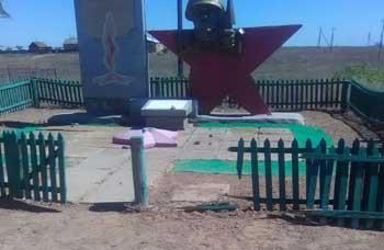 В селе Пологое Займище неизвестные вандалы повредили мемориал павшим в Великой Отечественной войне