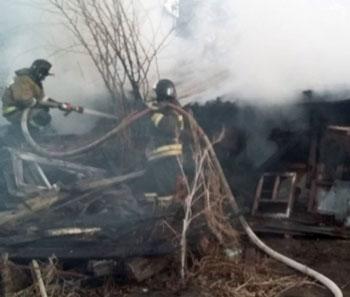 При пожаре под Астраханью спасли 12 человек