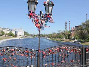 В Астрахани у Моста Влюбленных обнаружено тело сотрудника полиции