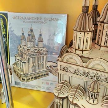 В Каспийской столице выпускают сборные деревянные модели Астраханского кремля