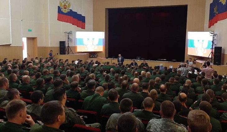 Игорь Бабушкин приехал в Знаменск и встретился с военными