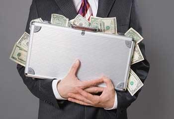 В Астрахани финансисты-мошенники умудрились облегчить кубышку собственного банка почти на полтора миллиона долларов