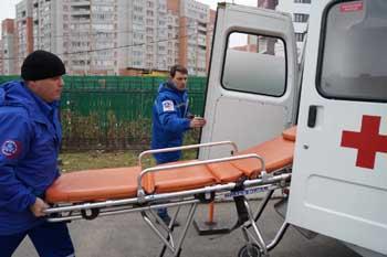 В Астрахани женщина выпала из окна пятого этажа