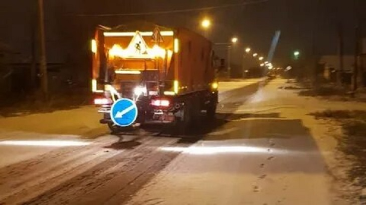 В Астрахани коммунальные службы встречают первый снег