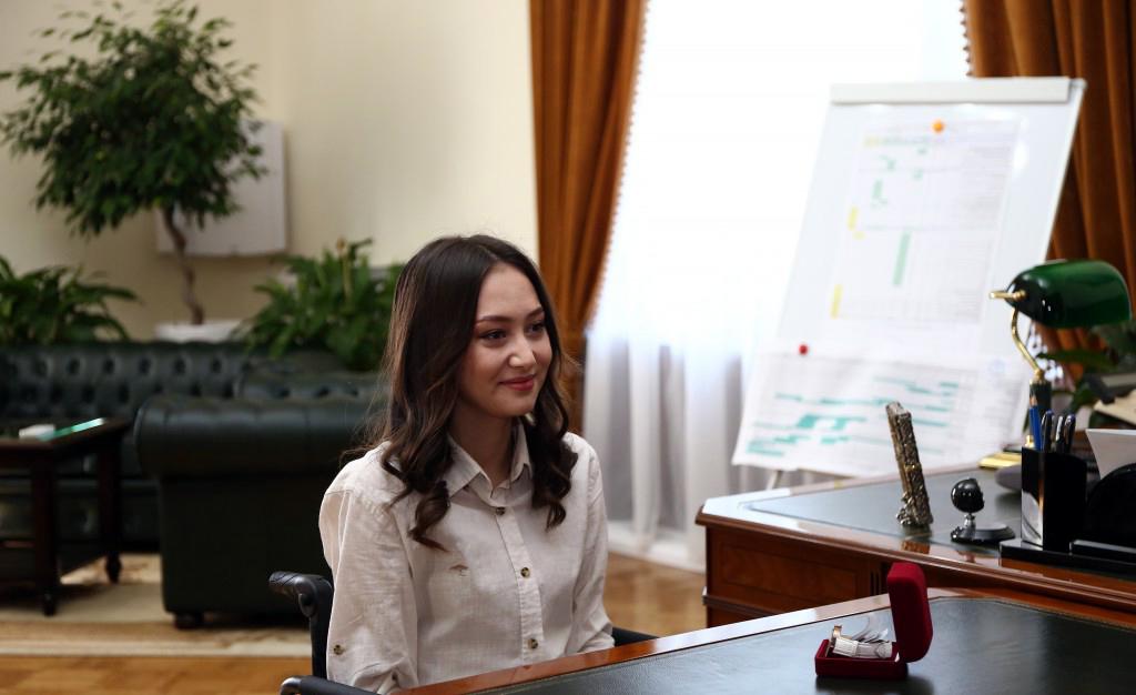 Губернатор Игорь Бабушкин поздравил астраханскую победительницу международного конкурса красоты