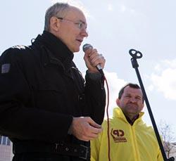 На митинге депутата Шеина премьер-министра Медведева обвинили в коррупции и агитировали за Навального