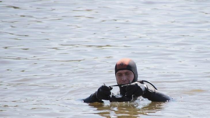 Астраханские спасатели ищут тело дедушки утонувших детей