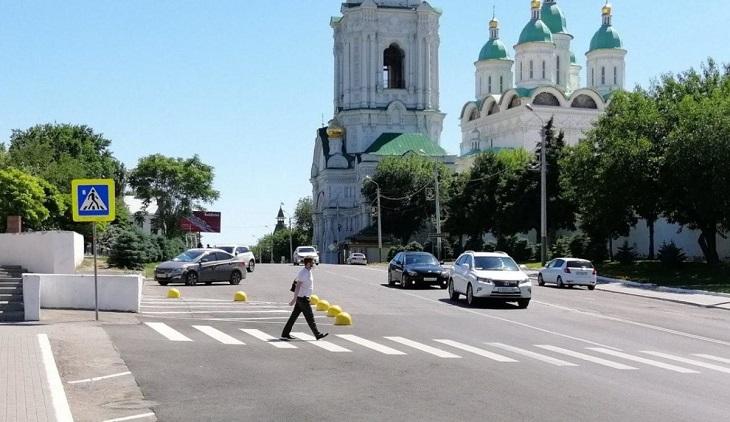 В центре Астрахани исчез пешеходный переход у кремля