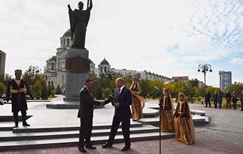 Площадь у храма Святого князя Владимира в Астрахани обновили и снова торжественно открыли