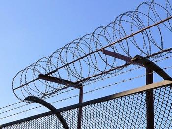 Астраханцы за тюремной стеной