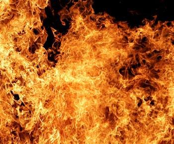 Мать с дочерью погибли при пожаре в Астрахани