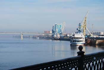 Проплыть на лодке по Волге в центре Астрахани стало не просто
