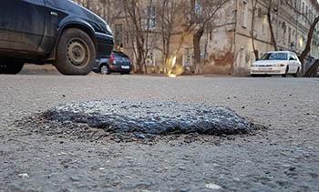 Зимний ремонт дорог в Астрахани - нелепые лепёшки