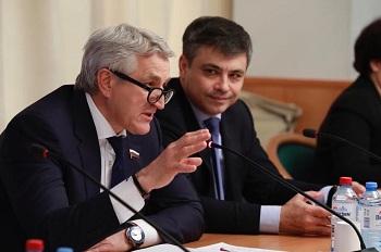Леонид Огуль с коллегами разбираются с серьезной угрозой XXI века