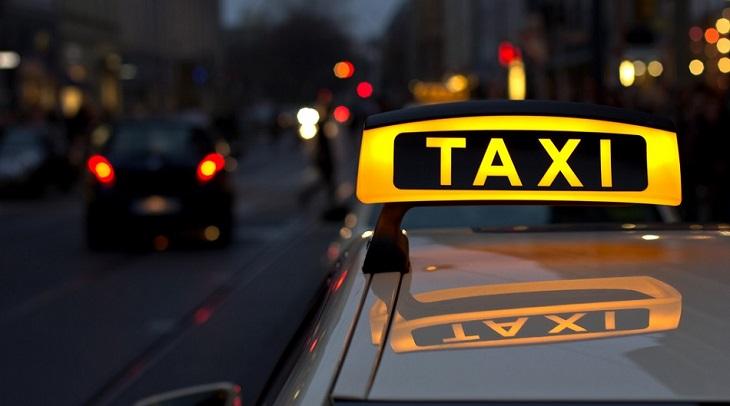В Астрахани работает 3 тысячи нелегальных таксистов