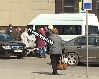 Автомобиль сбил беременную девушку с коляской в Астрахани