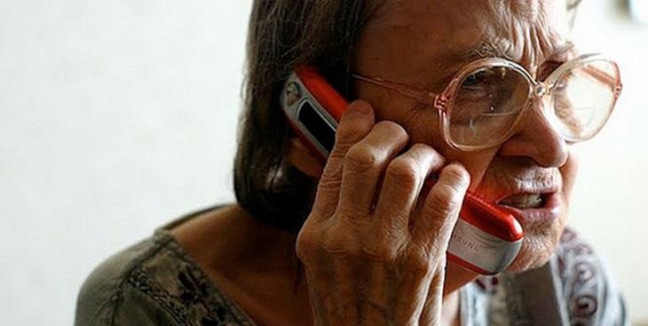 Телефонной хулиганкой оказалась пьяная астраханская пенсионерка