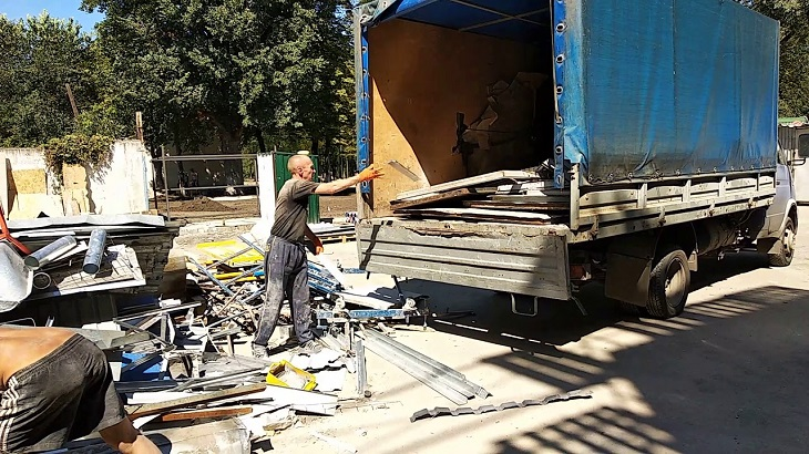 Астраханские подрядчики украли с объекта тонны металла