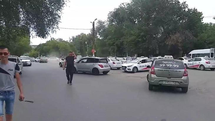 В Астрахани бастовали таксисты