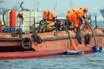 Рядом с астраханским портом вновь произошло экологическое ЧП. Виновники как всегда неизвестны