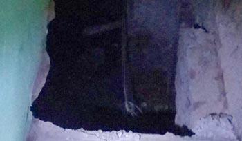 В Астрахани в многоквартирном доме рухнула лестница