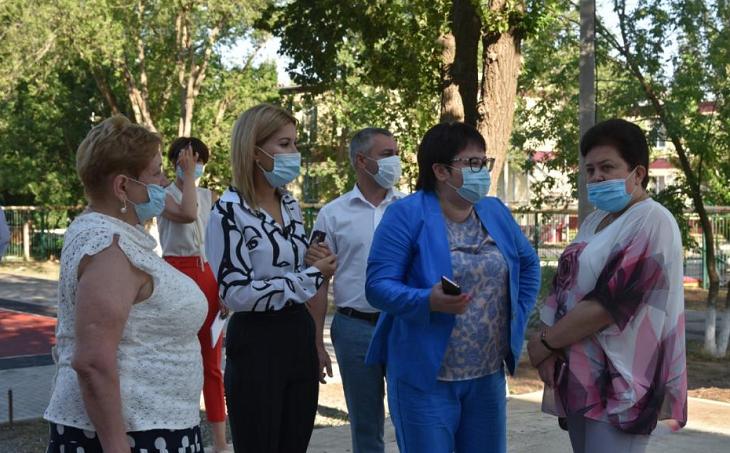 Мария Пермякова проверяет готовность астраханских школ к учебному году