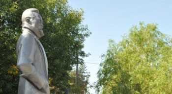 Памятник Дзержинскому торжественно открыли в Камызяке