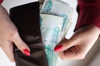 Астраханка, пришедшая попросить денег в долг, нагло стащила кошелек у пенсионера