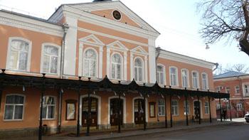 Со сцены драмтеатра в Астрахани курили