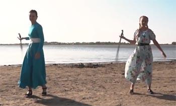 Астраханские казачки сняли клип с шашками