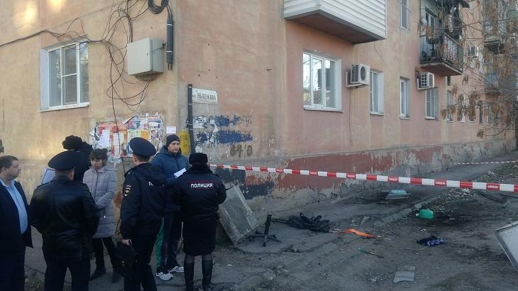 В Астрахани обрушился балкон хрущёвки - два человека в реанимации