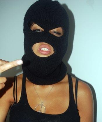 Женщина избила и ограбила мужчину под Астраханью