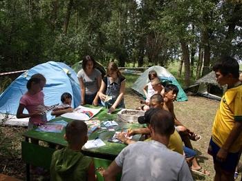 Воспитанники астраханских организаций для несовершеннолетних проводят каникулы в палаточном лагере