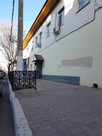 На пешеходной дорожке в центре Астрахани хотят устроить пивную