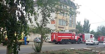В Астрахани загорелся гостиничный комплекс