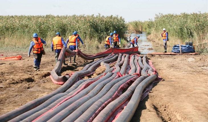 Спасатели Калмыкии справились с условным разливом нефти
