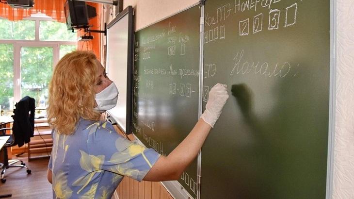 Астраханские выпускники сдают ЕГЭ по русскому